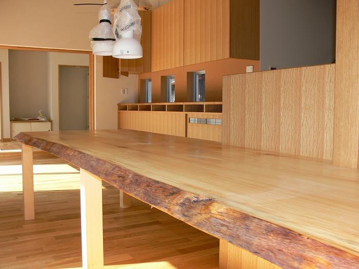 1枚板のテーブル
